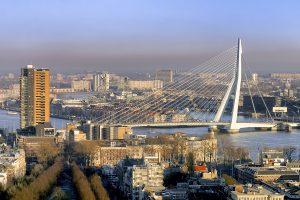 De Erasmusbrug in Rotterdam maakte Ben van Berkel wereld beroemd.