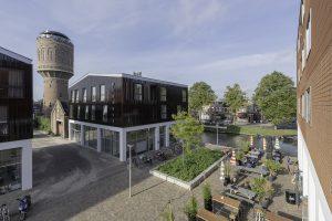 Zicht tussen de twee volumes door richting watertoren en tussen Keramus en de Trip naar de Vaartsche Rijn. Foto Walter Frisart / FOTOWERK