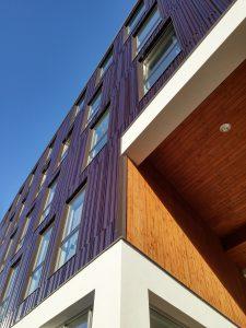 De poort in woongebouw Keramus in Utrecht is met hout bekleed. Foto Jacqueline Knudsen