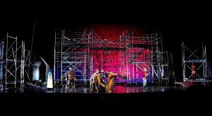 Bij het Muziektheater Amsterdam werkte Van der Horst als lichtontwerper voor vele voorstellingen, op de foto: Ringetje, familieopera 2012