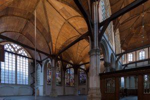 De interieurverlichting van de Oude Kerk in Amsterdam is sinds een paar jaar in handen van Wijnand van der Horst. De leesbaarheid van de kerk, van de plafonds is nu veel beter