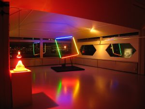 De iLo expositie 'Artificial light paradise', in 2015 in Amsterdam Tolhuistuin, toont de subtiele complexiteit van het licht door het onderzoeken van zijn esthetische, sferische, emotionele en fysieke kwaliteiten. De interactie van licht op het menselijk lichaam door het creëren van zintuiglijke ervaringen staat centraal. Van der Horst toonde er de installatie lluminated Colours