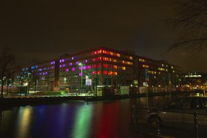 Pixel Flow, lichtinstallatie op de achterkant van het stadhuis tijdens het Amsterdam Light Festival 2012
