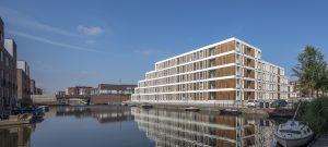 Door de modulaire bouwwijze kon het gebouw in drie maanden worden neergezet. Ook is het gebouw weer uit elkaar te halen om dezelfde woningen op een andere locatie opnieuw in te zetten