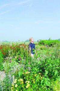 Claudy Jongstra in botanische tuin. Foto: Heleen Haijtema