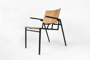 Play stoel in lounge stand. Ontwerp Quinten Lokhorst
