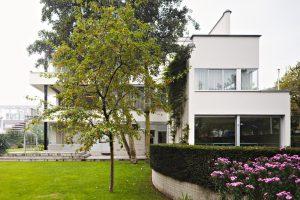 Exterieur en tuin Huis Sonneveld. Architectuur door Brinkman en Van der Vlugt