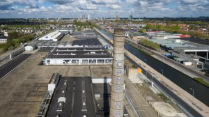 De huidige kanaalzone is grijs en kent veel industrie. Recreatief gezien oninteressant, zowel op als langs het water. De belangrijkste gebouwen worden behouden, de andere ontmanteld
