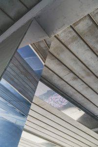 Door de spiegels oogt de tunnel luchtiger en transparanter. Foto Jordi Huisman.