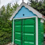 Container omgetoverd tot Zaans houten huisje