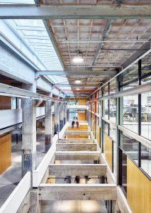 Centrale vide met lichtstraat, waardoor veel licht binnenvalt en je de hoogbouw kunt zien. Foto Tycho Merijn i.o.v. Atelier Van Berlo