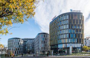 Het gebouwencomplex AFI Vokovice bestaat uit twee gebouwdelen A en B, die ondergronds met elkaar zijn verbonden via een parkeergarage. Met hun ronde vormen impliceren ze de stedelijke stroming van de stad. Als compensatie voor de uitgesproken vorm werden zowel de voorpleinen als de daken volledig voorzien van beplanting