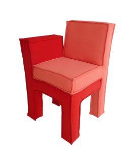 Love Seat, zitmeubel geïnspireerd op de manier waarop mensen zitten als ze verliefd zijn, verstrengeld en bij elkaar op schoot.