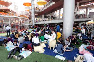 Happy Street paviljoen voor de wereldtentoonstelling van 2010 in Shanghai. Een totaal open ontwerp met aan een brede straat replica's van Nederlandse gebouwen. Het trok de meeste bezoekers van alle paviljoens • Foto Ruben Lundgren.