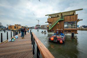 6. Op 17 december 2018 : de eerste vijf woonboten meren aan in Amsterdam