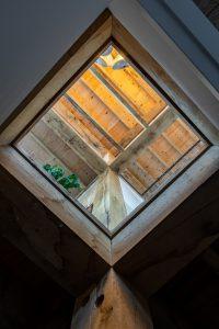 13. Doorzicht vanuit de benedenverdieping naar boven.