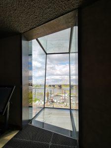Bovenste niveau van de Bastei Nijmegen, met glazen doos met uitzicht over de Waal. Foto Jacqueline Knudsen