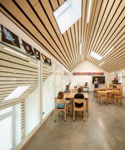 MFA Biggekerke: de vide naast de lokalen op de verdieping kan in de toekomst dichtgezet worden ten behoeve van de transformatie tot woningen • Foto: Katja Effting