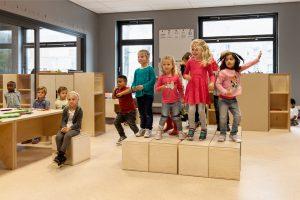 De verrijdbare podiumelementen zijn onderdeel van de Elementary meubelserie die NOAHH zelf ontwierp en op de markt bracht. Foto: Katja Effting