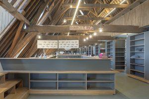 De zolder is de hoofdruimte van de nieuwe bibliotheek