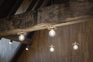 Scandinavische messinglampjes zorgen voor sprankel op zolder