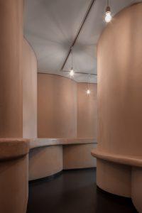 Sensory Space, Van Abbemuseum Eindhoven 2019. Ontwerp: Tomas Dirrix, Ada Finci Terseglav, i.s.m. Peter-Willem Vermeersch. Foto Jeroen Verrecht.