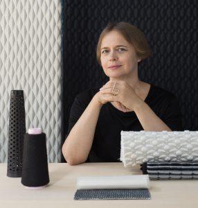 Textieldesigner Aleksandra Gaca: Ik vertaal abstracte architectuurbegrippen als ordening, ritme en herhaling in textiel. Foto: Jola Wilczek