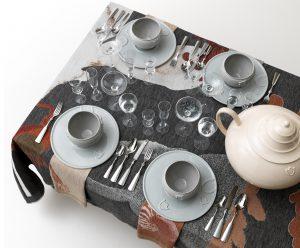 Table-palette, 2009. Uitvoering Textielmuseum , Cor unum, Royal Leerdam Crystal, Royal VKB. Foto: Frank Tielemans