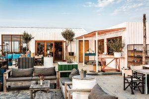 De Koele Costa staat op het strand van Noordwijk en wordt ieder jaar weer opgebouwd en gedemonteerd