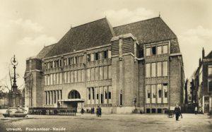 Post Utrecht, de Neude. Prentbriefkaart Weenenk en Snel, 1925-1926. Het Utrechts archief. Catalogusnummer 1090