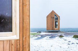 De tiny houses staan aan de rand van het Grevelingenmeer