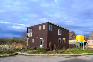 Het huis van Wouter Corvers is gerealiseerd in Minitopia in Den Bosch. Het is in 1 maand gebouwd van hergebruikte materialen