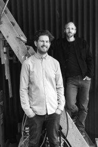 Architecten Raoul Vleugels en Niels Groeneveld (op trap) vormen samen Werkstatt. Foto Anniek Mol