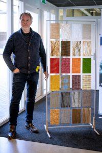 """Daan van Rooijen: """"Biocomposiet bestaat uit natuurvezels en is te verven en te voorzien van prints, structuren en texturen. De mogelijkheden zijn wat dat betreft vrijwel onbeperkt."""""""
