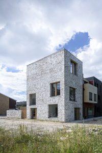 Voor de woning aan het Koopvaardersplantsoen heeft Bureau Sla samen met metselaar Danny van der Meer in het werk een chipper-textuur ontwikkeld. Foto: Thijs Wolzak
