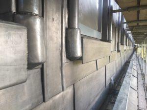 Dakkappellen Postkantoor Neude, Rijnboutt architecten 2019. Het lood is met de hand rond houten sierwerk gevouwen en voorzichtig ingeklopt (Foto Rijnboutt)