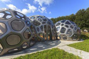Waterbar Leeuwarden, 2018, i.s.m. Gerard Groenewoud en Tilly Buij, een paviljoen in de vorm van een watermolecuul. Afmetingen 11,5 x 14 x 4,5 m. Materialen aluminium, polycarbonaat, rubber, hout, beton