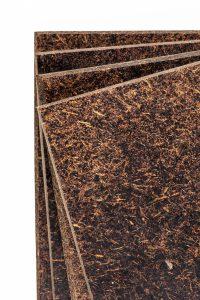 Kokoshout is onverwoestbaar, het is twee keer zo sterk als ebbenhout. Ook werkt het brandvertragen. Het haalt uit zichzelf al categorie c, terwijl hout in categorie D of E zit. Foto: Goodhout