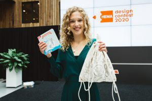 Claudia Bleeker met haar winnende ontwerp Houtje Touwtje. Foto: Iris Duvekote