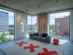 De 5e verdieping is een grote ruimte voor evenementen. Het gebouw meet nu 14x23x8 meter (bxhxd) en huisvest nu horeca (BG + 1e), ateliers (2e) en het kantoor van Thonik (3e + 4e verdieping). In toekomst kan het eenvoudig worden omgevormd tot appartementen