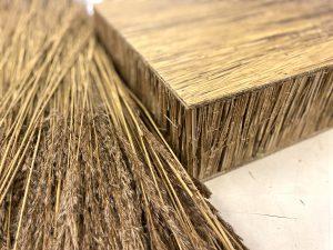 Voor het Natuurlijke Station ontwikkelt Tjeerd Veenhoven nieuwe bouwmaterialen op basis van natuurlijke materialen die hij rond stations oogst, zoals lisdodde en riet