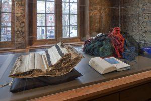 Dialoog vaste collectie van Museum De Lakenhal en werk Claudy Jongstra. Foto: Ronald Tilleman