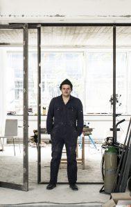 Architect Enzo tijdens een workshop