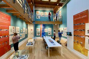 In de 'Schatkamer' van het museum hangt het werk van striptekenaars op ooghoogte tegen de wanden. De open vloer is daardoor makkelijk voor lezingen te gebruiken. Bron: Museum of Comic Art