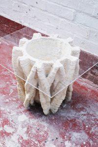 Blast Studio, Tree Table, 2021, 3D-geprint object van gegroeid reishi-mycelium en gebruikte koffiekopjes, foto: © Blast Studio, bruikleen van de kunstenaar
