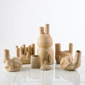 Sinea Kim, This is urine, 2020, glazuur van mineralen uit urine, klei, bruikleen van de kunstenaar
