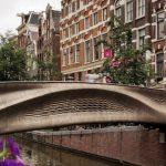 Eerste 3D-geprinte stalen brug ligt in Amsterdam
