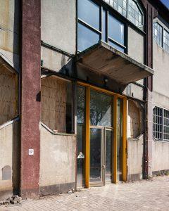 Zuidgevel Fenixloods II voor restauratie, Foto Rubén Dario Kleimeer